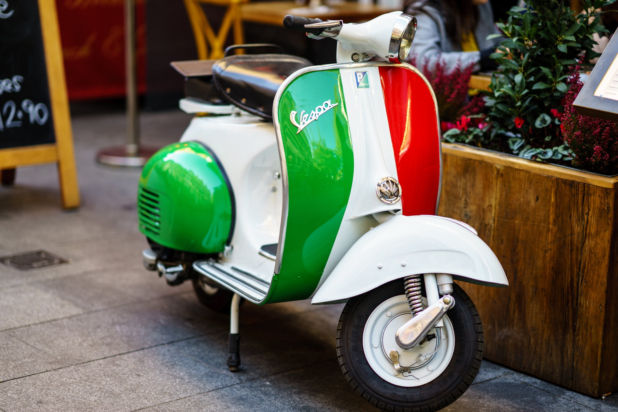 vintage italian scooter - HD2121×1414